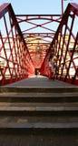Ponte vermelha do ferro sobre o rio Onyar Foto de Stock