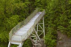 Ponte vicino alla cascata di Valaste Immagine Stock Libera da Diritti