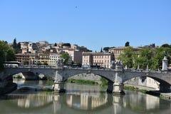 Ponte Vittorio Emanuele πέρα από τον ποταμό tiber στη Ρώμη στοκ φωτογραφία