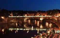 Ponte Vittorio Emanuele II bij nacht in Rome Royalty-vrije Stock Afbeeldingen