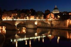 Ponte Vittorio Emanuele II bij nacht in Rome Royalty-vrije Stock Fotografie