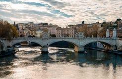 Ponte Vittorio Emanuele II i Rome royaltyfria bilder