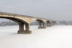 Ponte in Yaroslavl. La Russia Immagini Stock Libere da Diritti