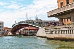 Pontedella Costituzione over Grand Canal Venetië, Italië Royalty-vrije Stock Afbeeldingen