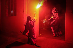 Pontedera, Centrum Sete Sois Sete Luas, fire show Avalot. Pontedera, Italy - July 14, 2016: The Avalot Fire show in Viale Rinaldo Piaggio in Pontedera, Tuscany royalty free stock photos