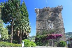 Pontedeume torn av Andrade, Galicia Royaltyfri Bild
