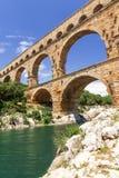 Ponten du Gard i Frankrike vertikalt royaltyfria bilder