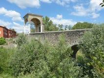 Pontenove古老罗马桥梁和P小村庄  免版税图库摄影