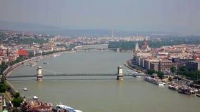 Pontes através de Danube River no dia ensolarado, Budapest vídeos de arquivo