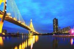 Pontes da construção com a noite Fotos de Stock