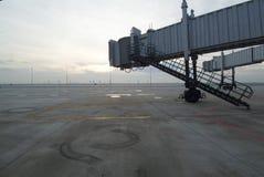Pontes de Jetway do aeroporto fotografia de stock royalty free
