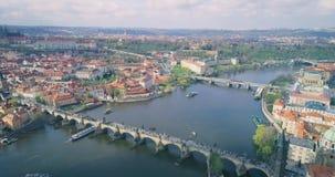 Pontes de Praga, Charles Bridge famoso sobre o rio Vitava República Checa filme