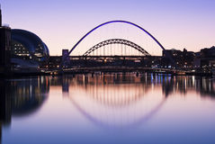 Pontes de Tyne no pôr-do-sol no inverno Imagem de Stock