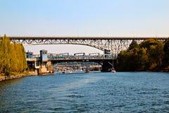 Pontes do memorial de Fremont e de Gearge Washington. imagens de stock