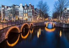 Pontes intersectio nos canais de Leidsegracht e de Keizersgracht Fotos de Stock Royalty Free