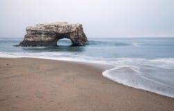 Pontes naturais na névoa, Santa Cruz fotografia de stock royalty free