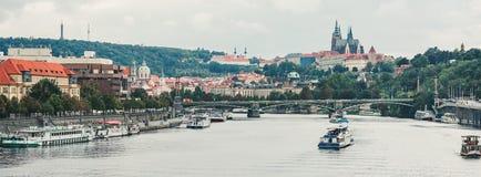 Pontes, outono em Praga, República Checa Fotos de Stock