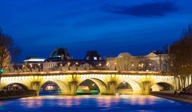 Pontet Neuf i afton, Paris, Frankrike Arkivfoto