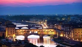 pontevecchiosolnedgång i Florence Royaltyfri Fotografi