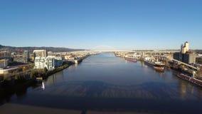 Ponti aerei del fiume di Portland video d archivio