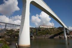 Ponti di Oporto nel Portogallo Immagini Stock