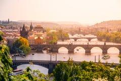Ponti di Praga sopra il fiume della Moldava il giorno di estate soleggiato Vista scenica da Letna Praga, repubblica Ceca Fotografia Stock Libera da Diritti