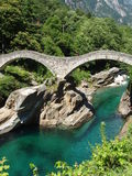 Ponti di Salti Valle Versazca Suiza Fotos de archivo