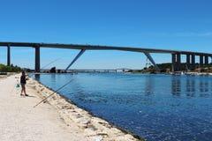 Ponti sopra il canale di Caronte nel sud della Francia fotografia stock libera da diritti