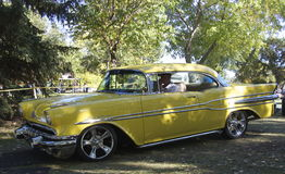 Pontiac amarelo restaurado clássico Laurentian Imagens de Stock Royalty Free