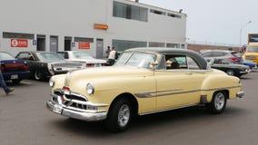 Pontiac Catalina kupé 1953 i Lima Royaltyfri Fotografi