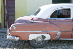 Pontiac Chieftain i Trinidad, Kuba Royaltyfria Foton