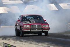 Pontiac Grand Prix en la acción Imagenes de archivo