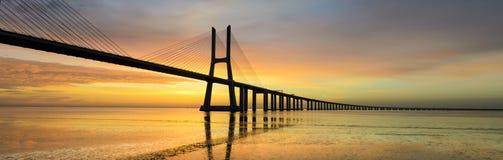 Ponticello ad alba, Lisbona del Gama di Vasco da Fotografie Stock Libere da Diritti
