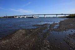 Ponticello attraverso il fiume Tom Immagine Stock