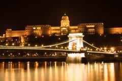 Ponticello Chain e castello di Budapest Fotografia Stock Libera da Diritti