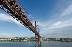 Ponticello del 25 aprile, Lisbona Immagine Stock