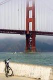 Ponticello del cancello di Gloden e una bici, San Francisco Fotografie Stock