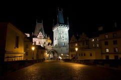 Ponticello del Charles alla notte a Praga Fotografia Stock Libera da Diritti