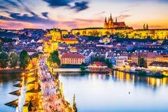 Ponticello del Charles e castello di Praga, Repubblica ceca immagine stock libera da diritti