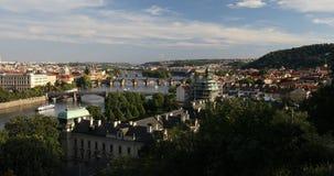 Ponticello del Charles, Praga, repubblica ceca Charles Bridge Karluv Most e torre di Città Vecchia al tramonto archivi video