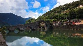 Ponticello del diavolo, Borgo-a-Mozzazno, Italia Fotografia Stock Libera da Diritti