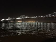 Ponticello della baia del San Francisco-Oakland alla notte Fotografia Stock Libera da Diritti