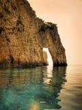 Ponticello della scogliera sopra il mare Fotografia Stock