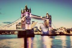 Ponticello della torretta a Londra, Regno Unito annata Immagini Stock Libere da Diritti