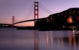 Ponticello di cancello dorato al tramonto immagini stock