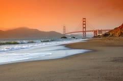 Ponticello di cancello dorato al tramonto Fotografie Stock