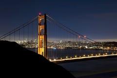 Ponticello di cancello dorato alla notte con il cielo di San Francisco Fotografie Stock