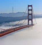 Ponticello di cancello dorato di San Francisco in nebbia Fotografie Stock
