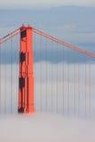 Ponticello di cancello dorato di San Francisco in nebbia Fotografie Stock Libere da Diritti