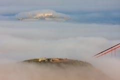 Ponticello di cancello dorato di San Francisco in nebbia Immagine Stock